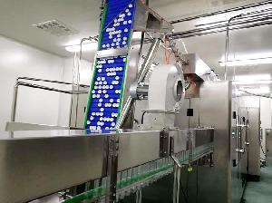 厂家生产全自动液体灌装机 三合一灌装机